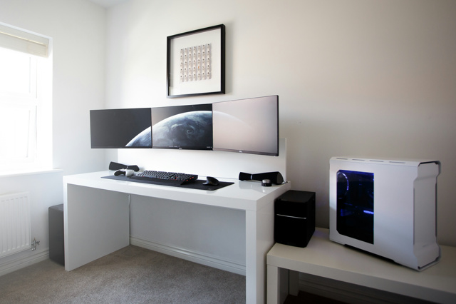 PC_Desk_MultiDisplay69_74.jpg