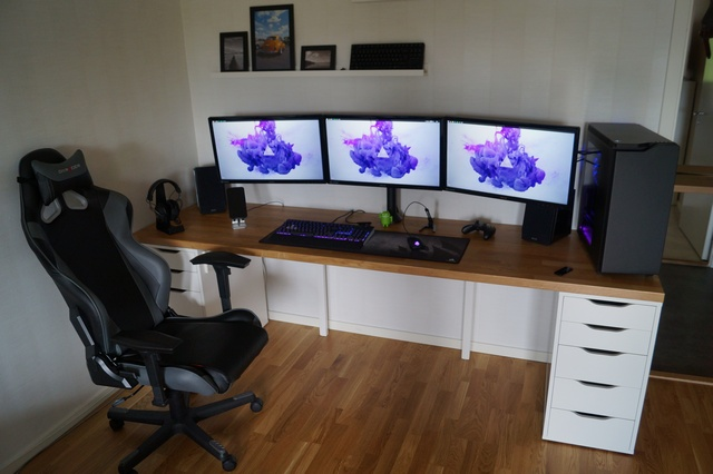 PC_Desk_MultiDisplay69_76.jpg