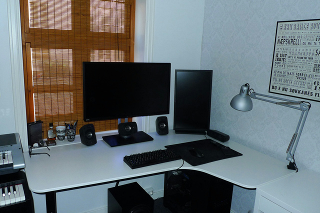 PC_Desk_MultiDisplay69_77.jpg