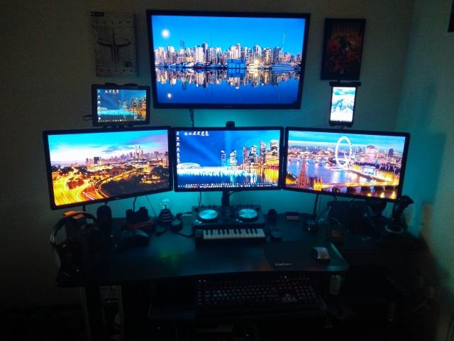 PC_Desk_MultiDisplay70_01.jpg