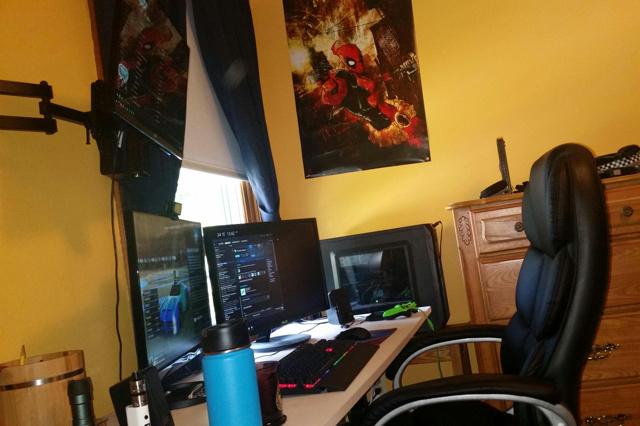 PC_Desk_MultiDisplay70_02.jpg