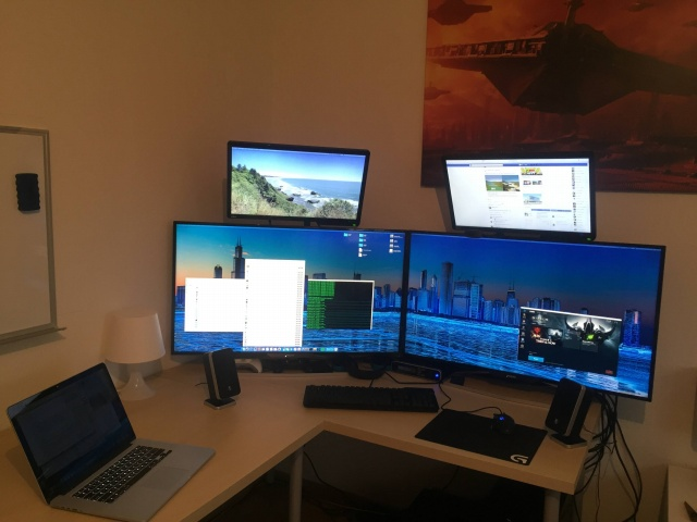 PC_Desk_MultiDisplay70_11.jpg