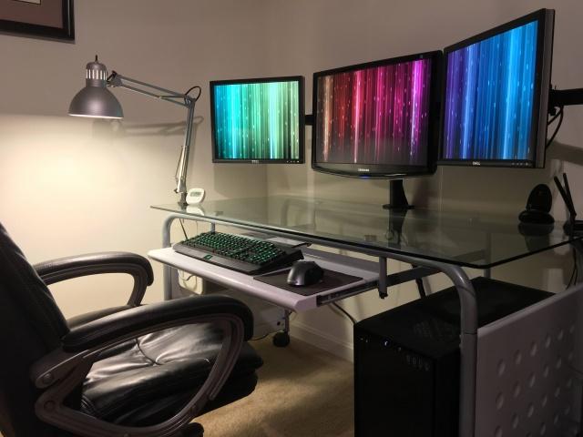 PC_Desk_MultiDisplay70_16.jpg