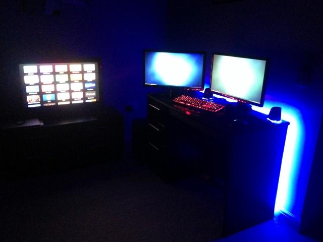 PC_Desk_MultiDisplay70_18.jpg