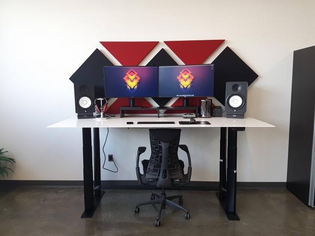 PC_Desk_MultiDisplay70_27.jpg