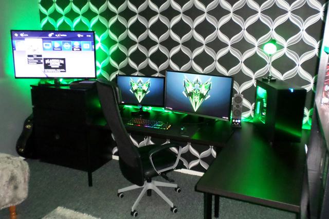 PC_Desk_MultiDisplay70_30.jpg