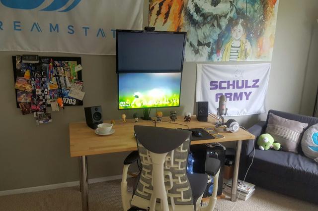 PC_Desk_MultiDisplay70_32.jpg