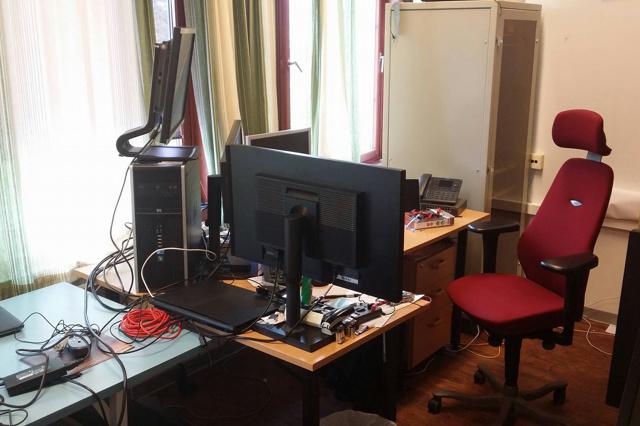 PC_Desk_MultiDisplay70_44.jpg