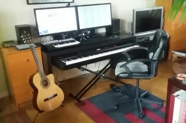 PC_Desk_MultiDisplay70_45.jpg