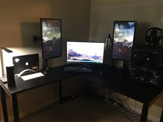 PC_Desk_MultiDisplay70_48.jpg