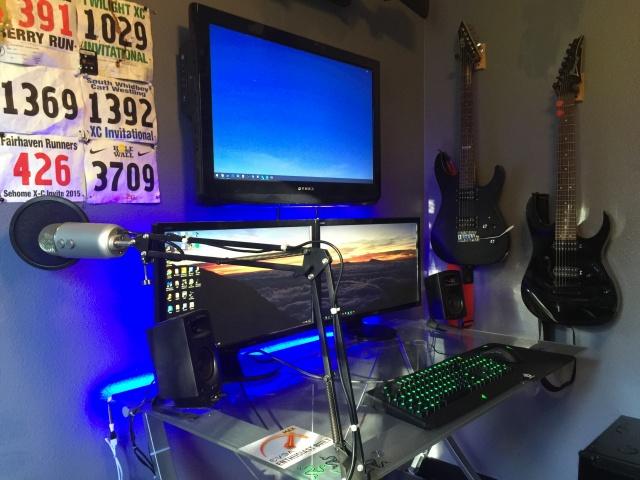 PC_Desk_MultiDisplay70_52.jpg