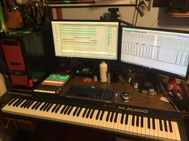 PC_Desk_MultiDisplay70_57.jpg