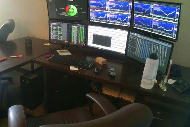 PC_Desk_MultiDisplay70_60.jpg