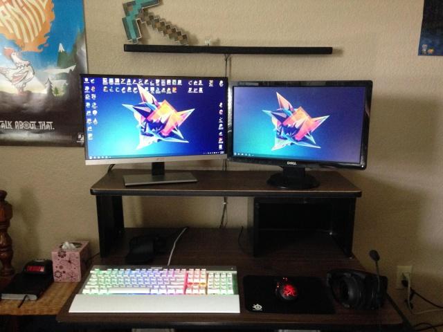 PC_Desk_MultiDisplay70_70.jpg