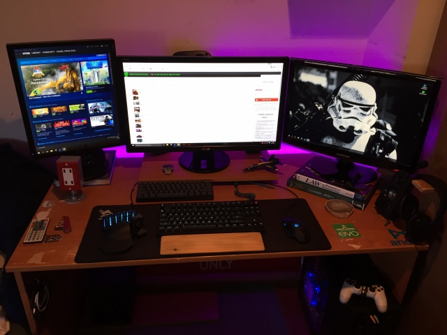 PC_Desk_MultiDisplay70_75.jpg