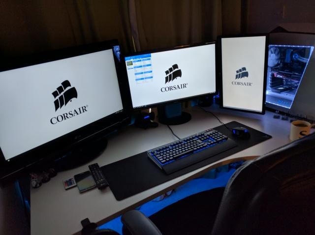 PC_Desk_MultiDisplay70_79.jpg