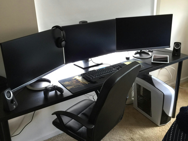 PC_Desk_MultiDisplay70_83.jpg