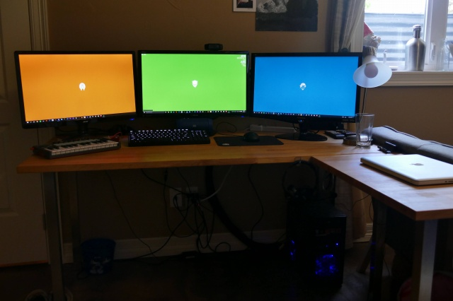 PC_Desk_MultiDisplay70_86.jpg