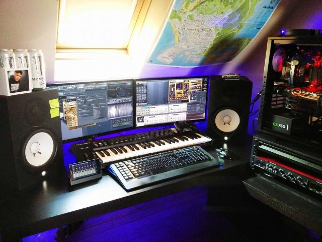 PC_Desk_MultiDisplay70_92.jpg