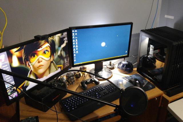 PC_Desk_MultiDisplay70_97.jpg