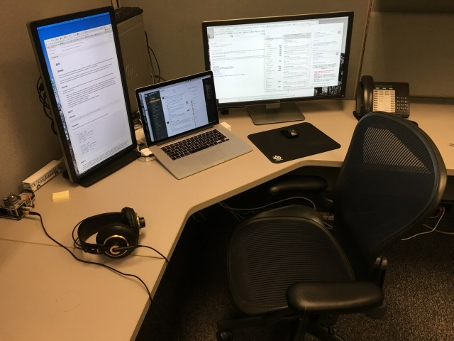 PC_Desk_MultiDisplay71_02.jpg