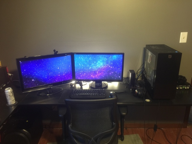 PC_Desk_MultiDisplay71_34.jpg