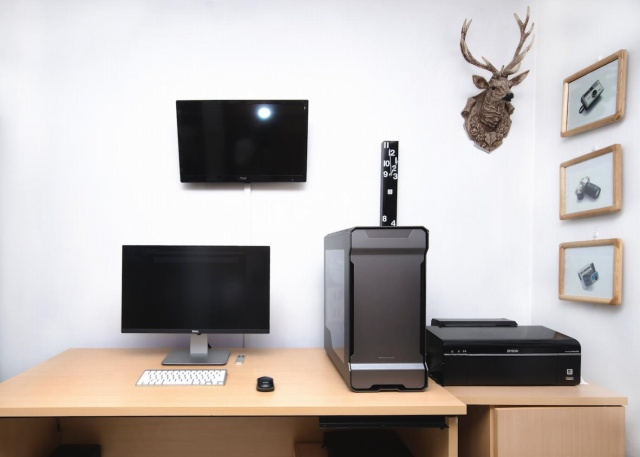 PC_Desk_MultiDisplay71_42.jpg