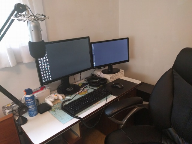 PC_Desk_MultiDisplay71_63.jpg