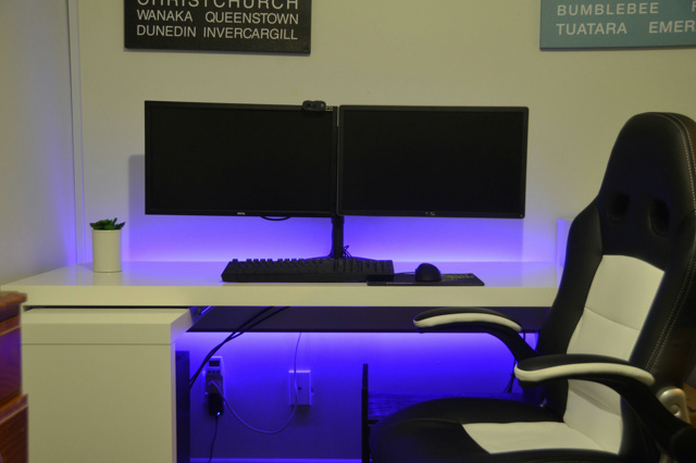 PC_Desk_MultiDisplay71_83.jpg