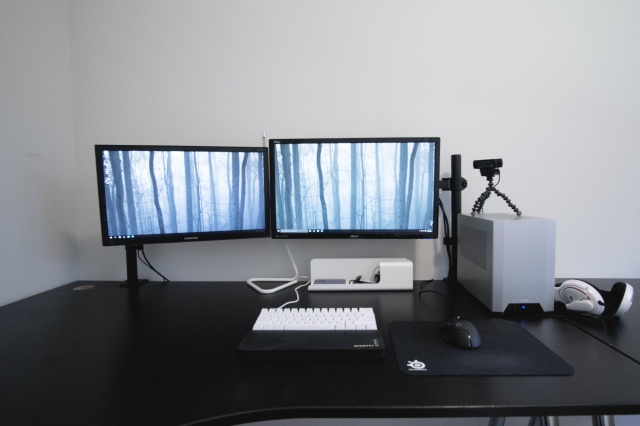 PC_Desk_MultiDisplay71_84.jpg