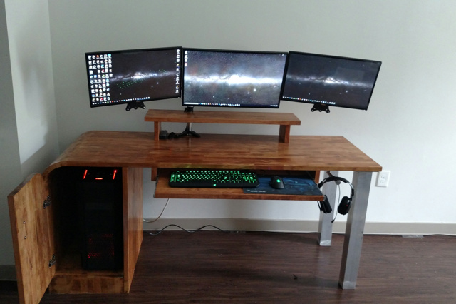 PC_Desk_MultiDisplay71_98.jpg