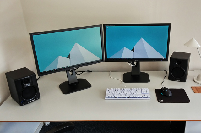 PC_Desk_MultiDisplay72_43.jpg