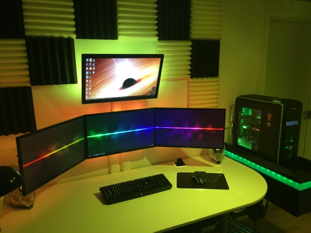 PC_Desk_MultiDisplay73_01.jpg