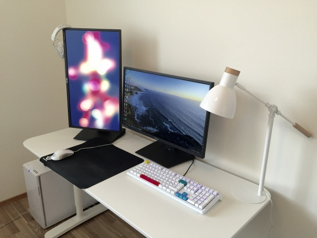 PC_Desk_MultiDisplay73_72.jpg