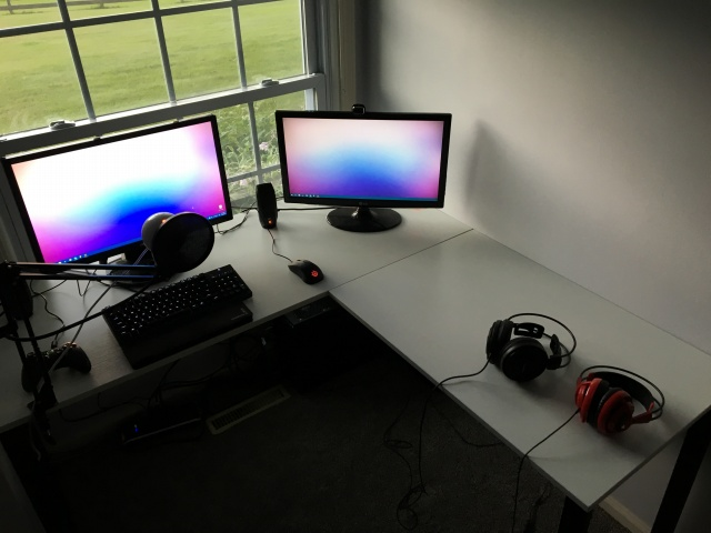 PC_Desk_MultiDisplay73_79.jpg