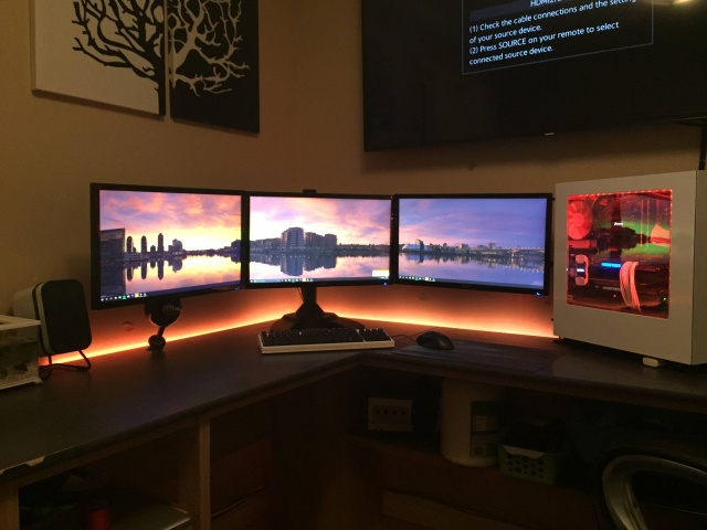 PC_Desk_MultiDisplay73_80.jpg
