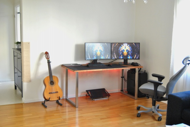 PC_Desk_MultiDisplay74_58.jpg
