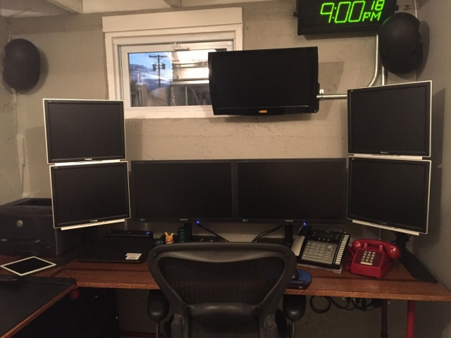 PC_Desk_MultiDisplay74_60.jpg