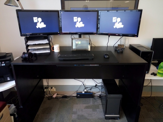 PC_Desk_MultiDisplay74_84.jpg
