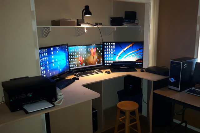 PC_Desk_MultiDisplay74_98.jpg