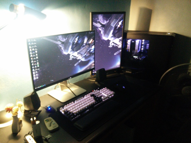 PC_Desk_MultiDisplay75_28.jpg
