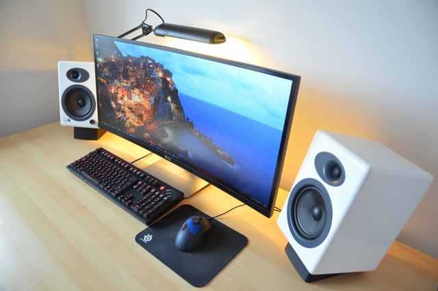 PC_Desk_UltlaWideMonitor10_42.jpg