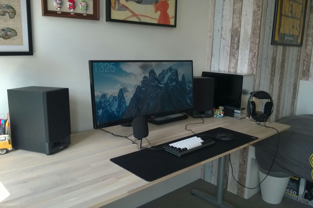 PC_Desk_UltlaWideMonitor10_57.jpg
