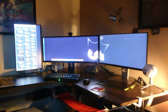 PC_Desk_UltlaWideMonitor10_93.jpg