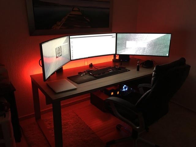 PC_Desk_UltlaWideMonitor11_100.jpg