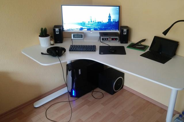 PC_Desk_UltlaWideMonitor11_11.jpg