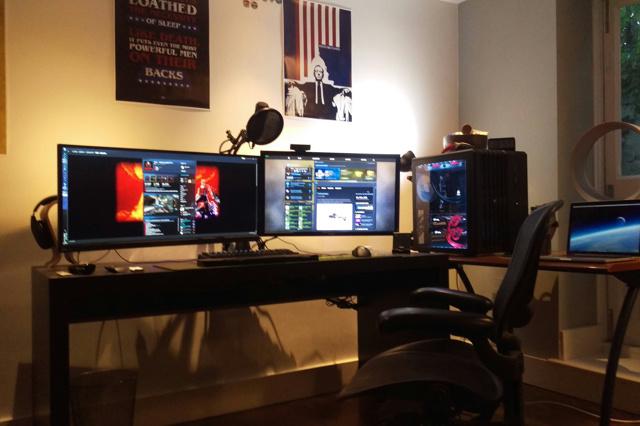 PC_Desk_UltlaWideMonitor11_15.jpg
