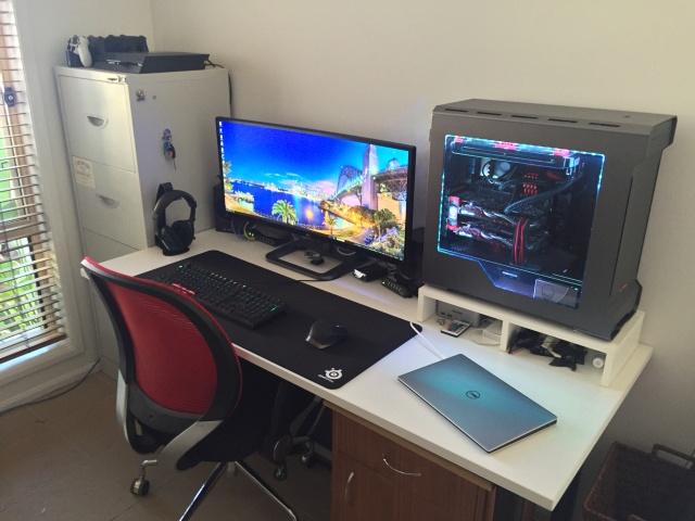 PC_Desk_UltlaWideMonitor11_19.jpg