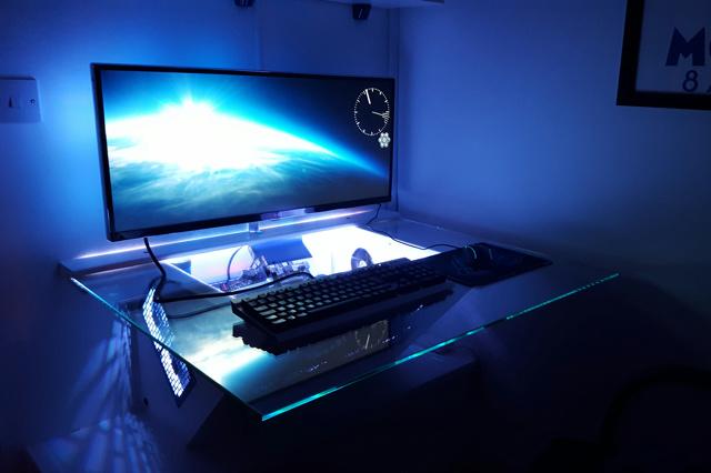 PC_Desk_UltlaWideMonitor11_29.jpg