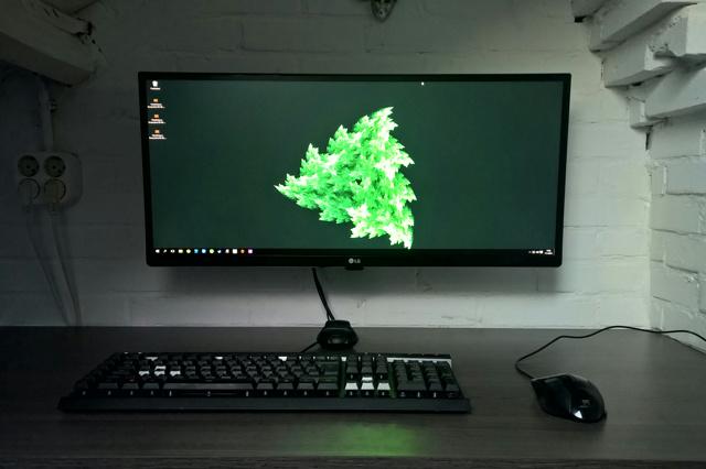 PC_Desk_UltlaWideMonitor11_48.jpg
